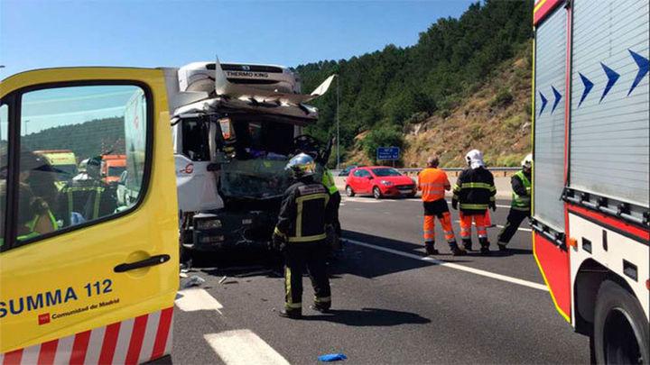 Dos muertos tras un choque de camiones cerca del túnel de Guadarrama en la AP-6