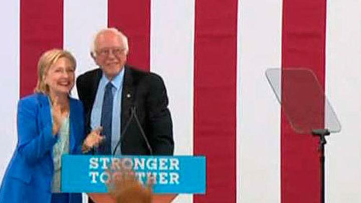 Sanders da su respaldo oficial a Clinton