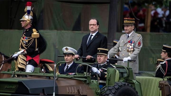 François Hollande preside el desfile militar de la Fiesta Nacional de Francia