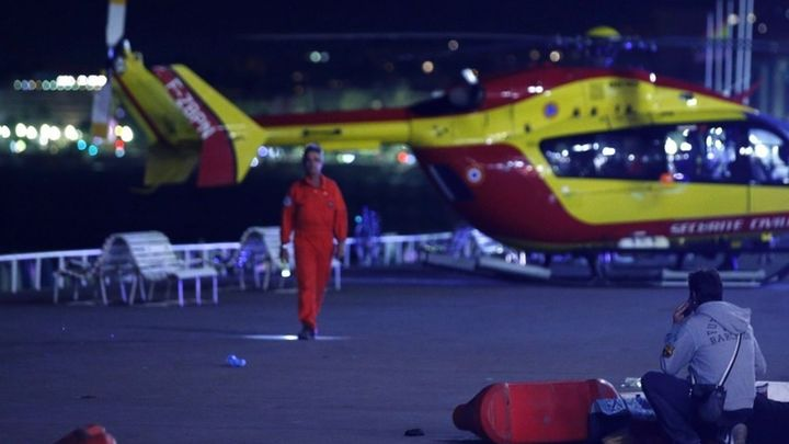 Atentado en Niza: Decenas de muertos y heridos tras ser arrollados por un camión