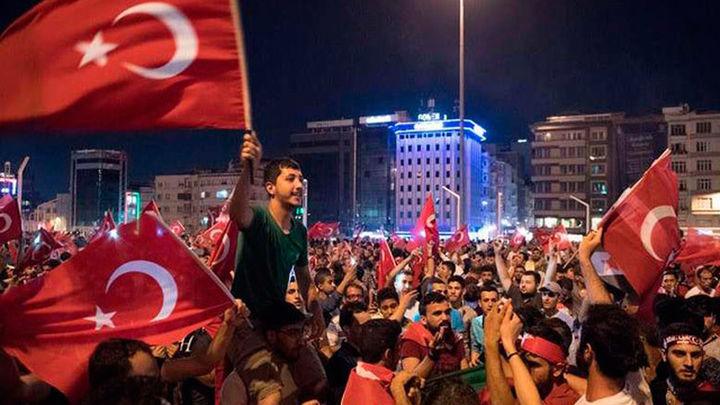 El número de detenidos tras el golpe de Turquía alcanza unas 6.000 personas