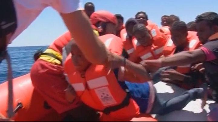 Recuperan 22 cadáveres en una patera cargada de inmigrantes en el Mediterráneo