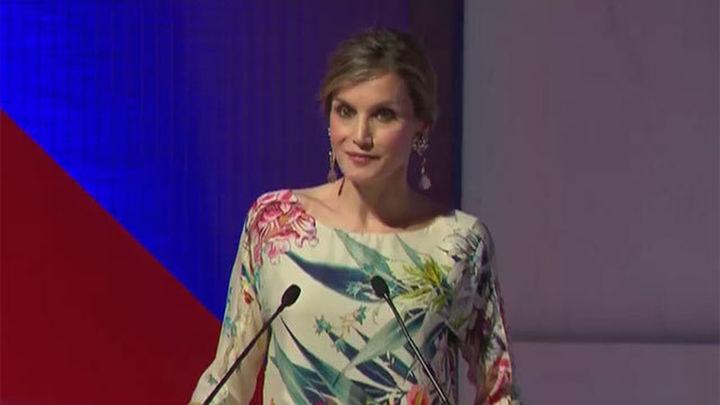 La Reina Letizia preside la entrega de los Premios Nacionales de la Moda