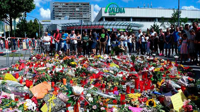 Ofrenda floral en Munich en el lugar de la masacre