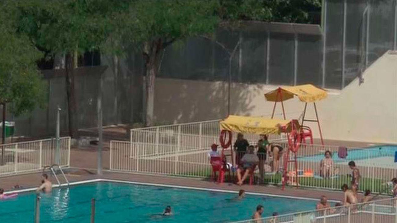 Nudismo en la piscina de Peñuelas