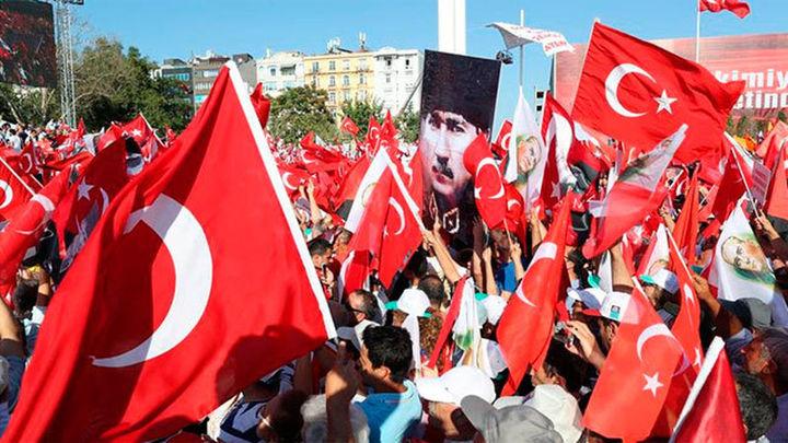 La justicia turca ordena la detención de 42 empleados de medios comunicación