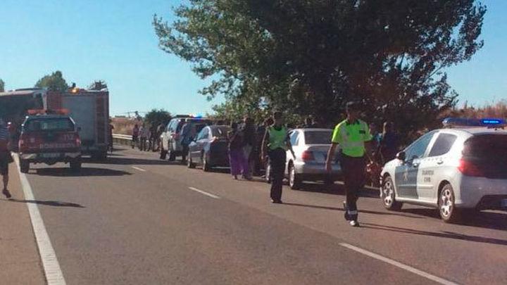 Trece heridos al chocar un autobús y un tractor en Zamora