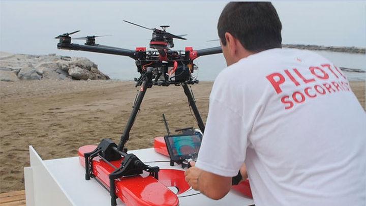 Un dron ayuda este verano a los socorristas de la playa de Cunit