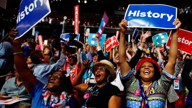 Delegados participan en el segundo día de la Convención Nacional Demócrata