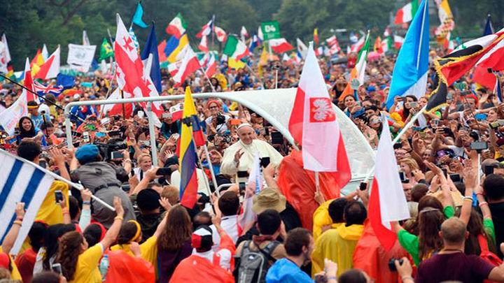 """El Papa lamenta que haya jóvenes """"jubilados"""" y les anima a cambiar el mundo"""