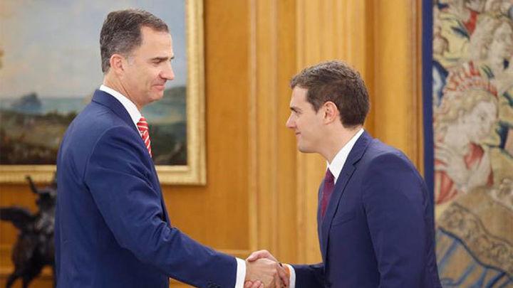 """Rivera plantea al Rey un Gobierno de consenso """"con las manos limpias"""""""