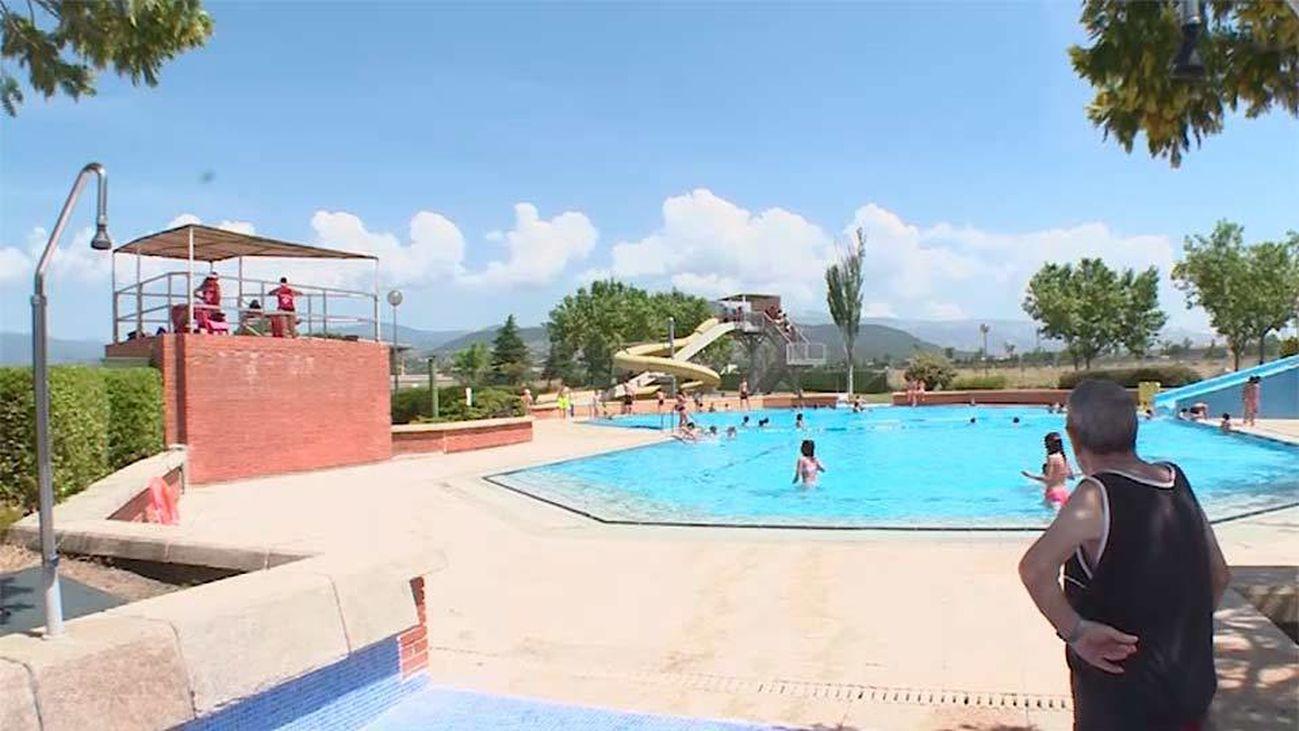 Collado Villalba: La piscina municipal, un parque acuático con vistas a la sierra