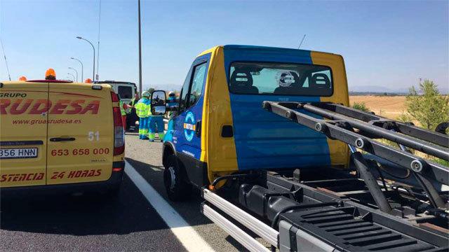La grua y la furgoneta en la M-50