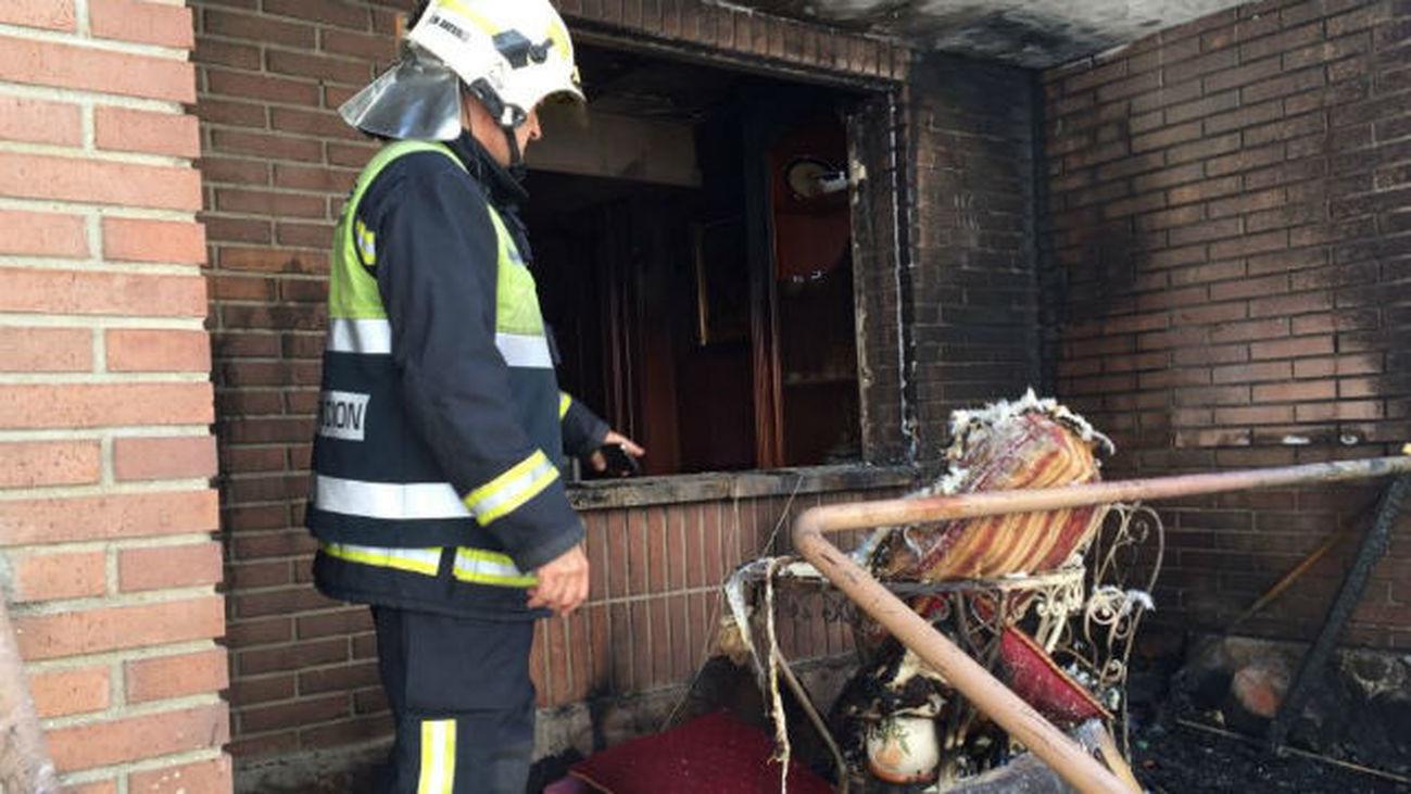 Un incendio en Villalbilla afecta a dos chalés pareados sin tener que lamentar daños personales