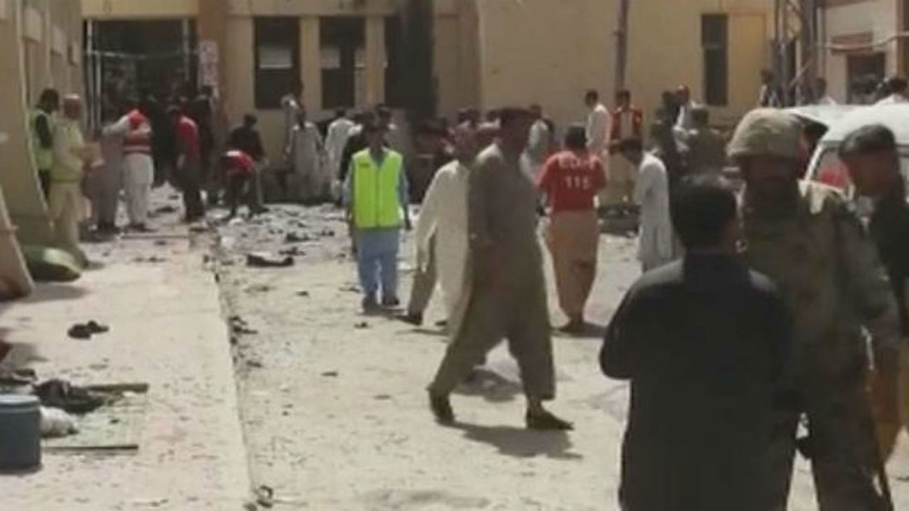 Al menos 53 muertos en un ataque suicida en un hospital de Pakistán