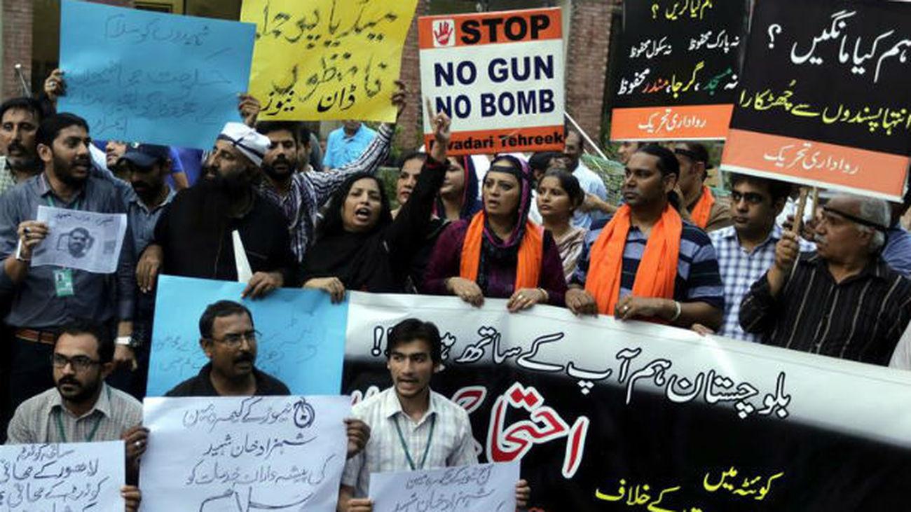Luto oficial y ciudad paralizada tras la muerte de 71 personas en Pakistán