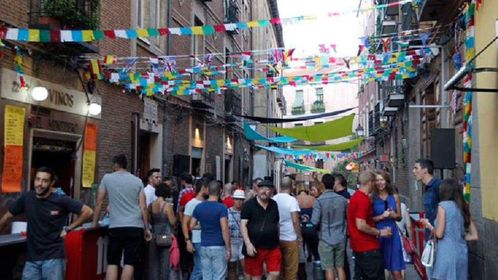Centro celebra sus fiestas de la Paloma entre 'limoná', concursos y verbenas