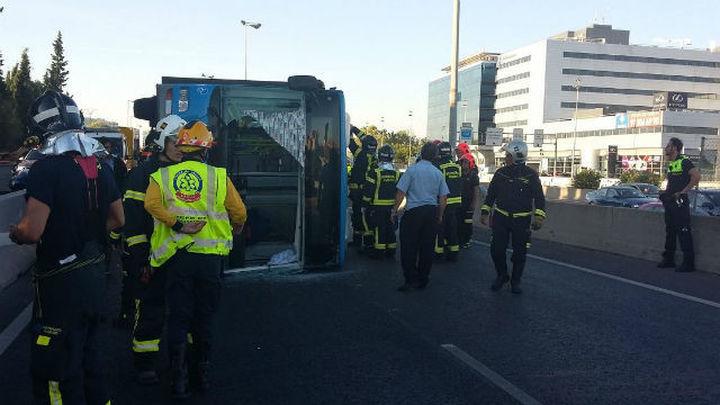 Todos los heridos en el vuelco del autobús en Madrid han sido dados de alta