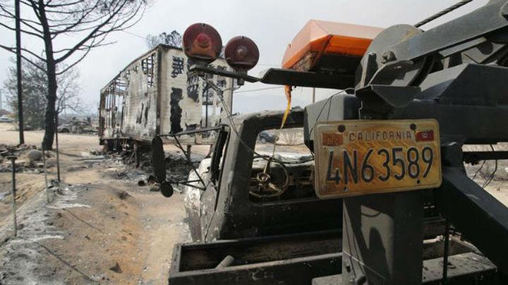Los bomberos no controlan el fuego en California que ha arrasado 10.370 hectáreas