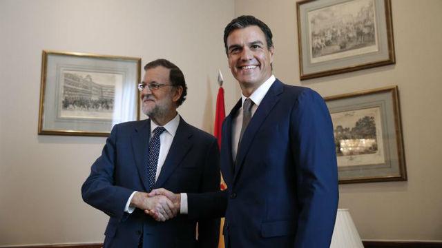 El presidente del PP y del Gobierno en funciones, Mariano Rajoy, y el secretario general del PSOE, Pedro Sánchez