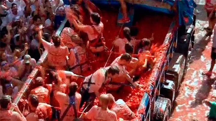 La tomatina de Buñol, 160.000 kilos contra la violencia machista y homófoba
