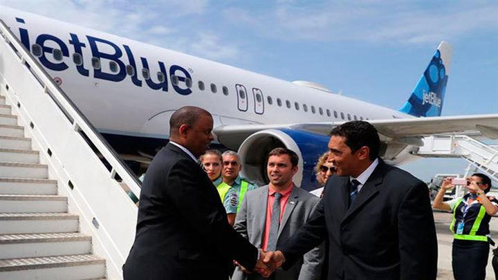 Aterriza en suelo cubano el primer vuelo regular procedente de EEUU desde 1961