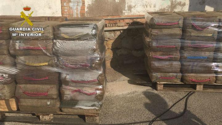 La Guardia Civil intercepta en Cartagena un velero con 15.000 kilos de hachís