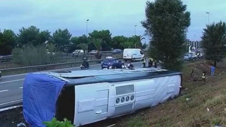 Tres heridos graves, 6 menos graves y 15 leves en el accidente de autocar en Barcelona