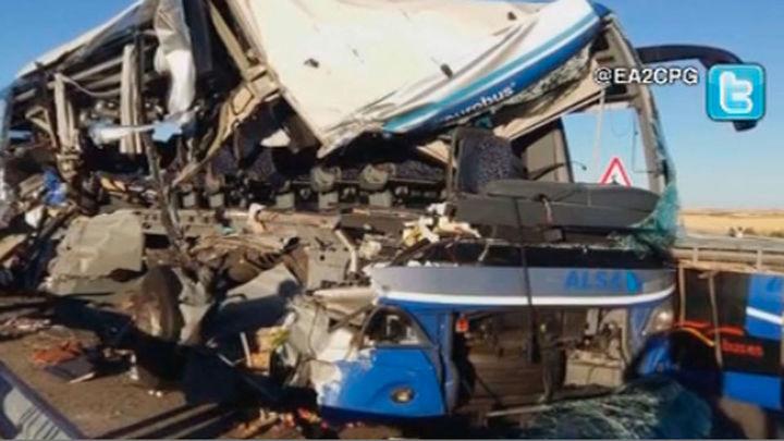 Una mujer muerta y siete heridos graves en un accidente de autobús en Soria