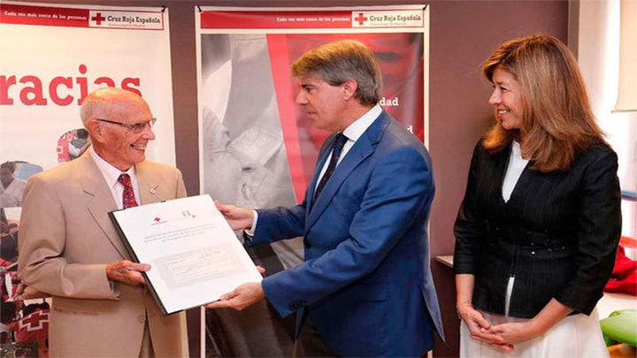 La Fundación Canal dona a Cruz Roja 4.042 euros para ayuda escolar de menores en riesgo