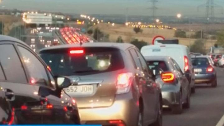 Colapso de tráfico en Madrid en el Día Sin Coches