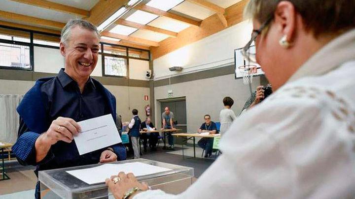 La participación en Euskadi llega al 44,4% a las cinco, 2,8 puntos menos que en 2012