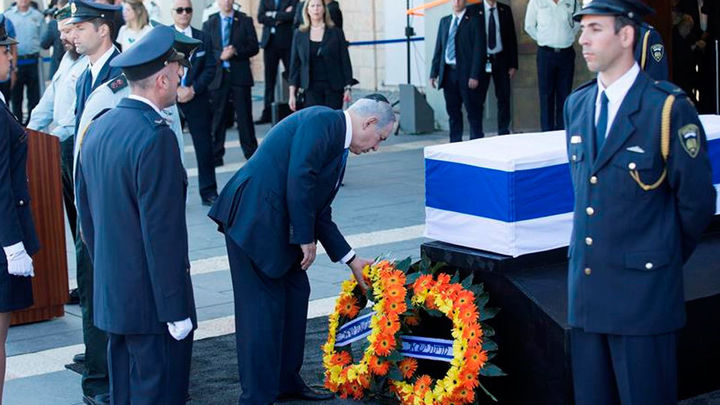 El féretro de Simon Peres llega al Parlamento de Jerusalén
