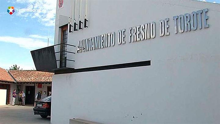 El PP expedienta a 4 concejales que dieron la Alcaldía de Fresno del Torote a un edil afín a Podemos