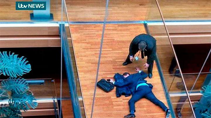 Un eurodiputado británico del UKIP se desmaya tras un altercado en una reunión de su partido