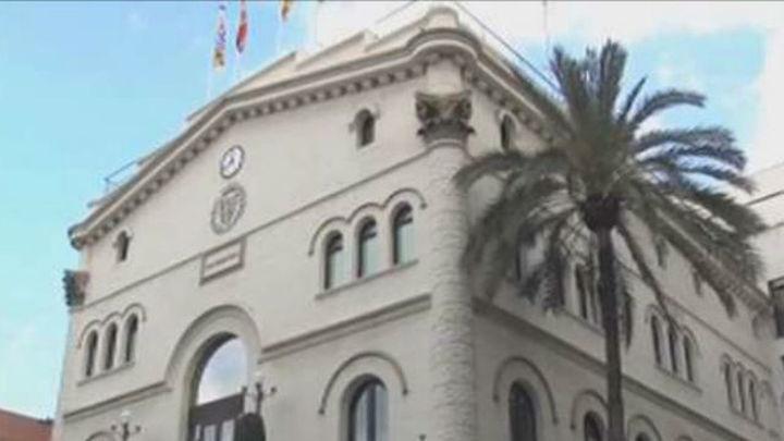 Un juez prohíbe al Ayuntamiento de Badalona abrir durante el 12O