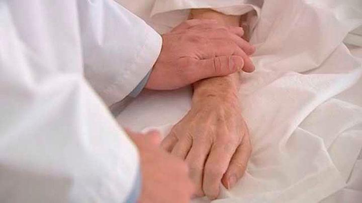 Encuesta: ¿Debe despenalizarse la eutanasia  en España?
