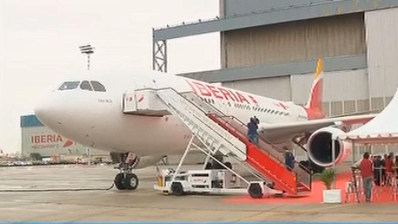 Cifuentes presenta la nueva línea aérea Madrid-Tokio de Iberia