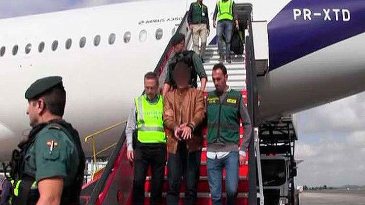 El asesino de Pioz llega a Barajas y se entrega a la Guardia Civil