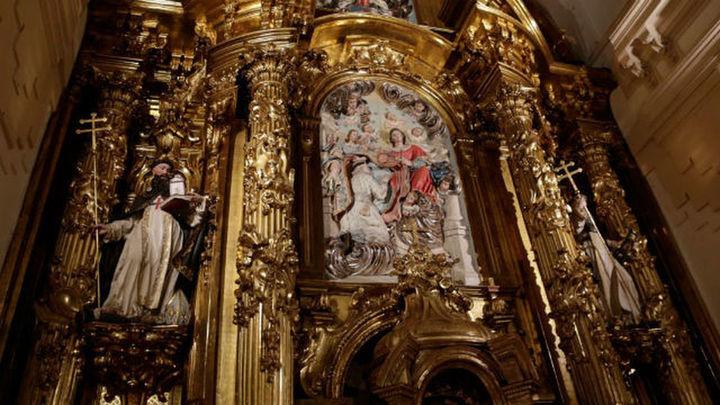 Garrido supervisa la restauración del retablo mayor de las Trinitarias