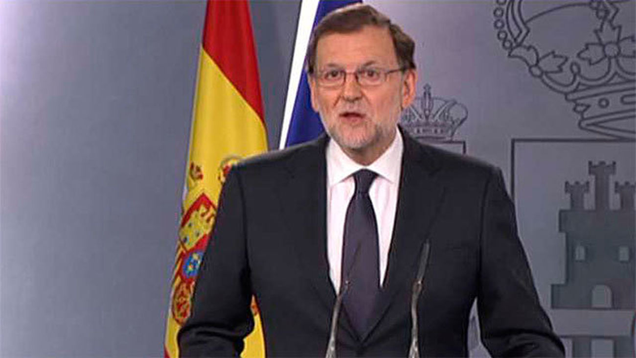 Rajoy acepta el encargo del Rey de someterse a la investidura