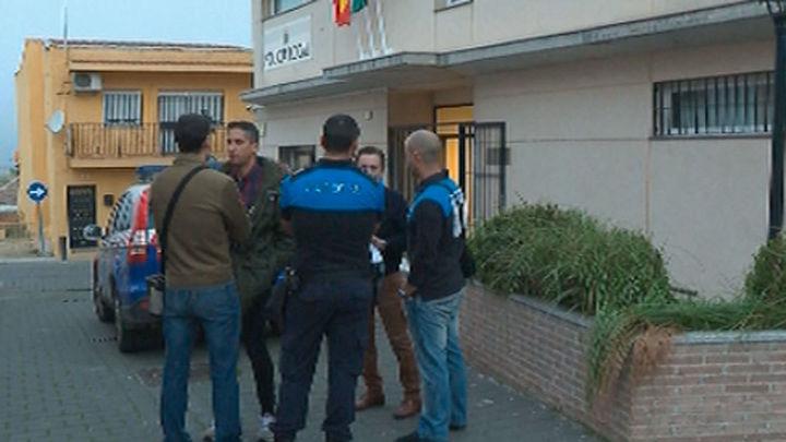 A los policías de Serranillos del Valle les bajan el suedo 860 euros al mes