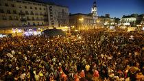 """Miles de personas """"Rodean al Congreso"""" en contra de la investidura de Rajoy"""