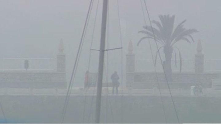 Cancelados cuatro vuelos y retrasos en el aeropuerto de Bilbao por la niebla