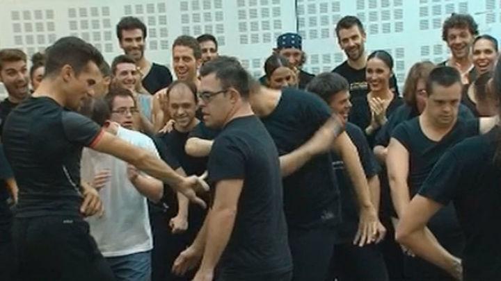 Jóvenes con síndrome de Down ensayan con el Ballet Nacional