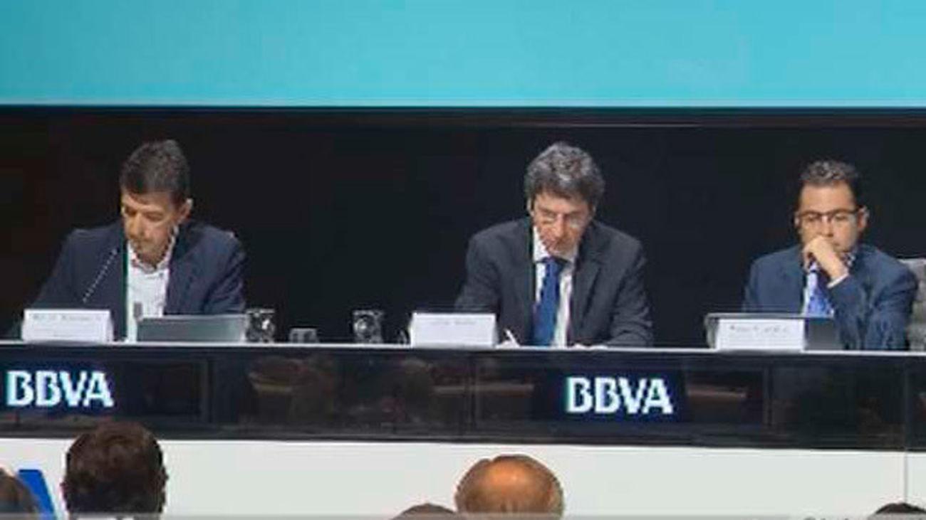 BBVA eleva dos décimas sus  previsiones para 2016 (3,3%) y 2017 (2,5%)