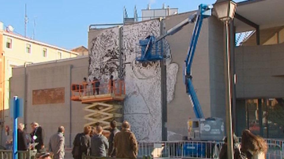 Mural en homenaje a Saramago en la Puerta de Toledo