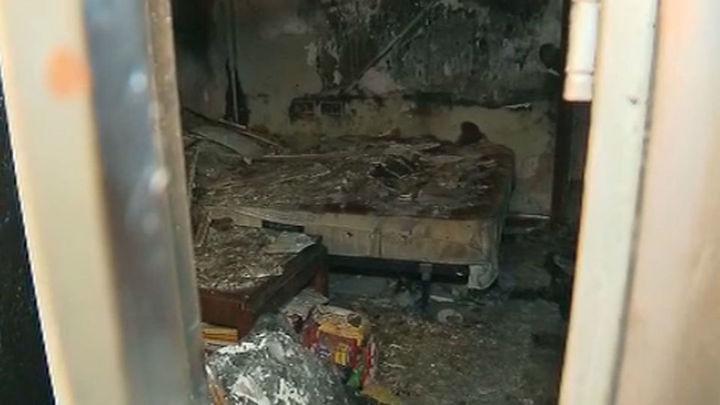 Intentan quemar una casa okupada en Parla con los inquilinos dentro