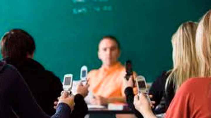 Se duplica el ciberacoso de alumnos a a sus profesores
