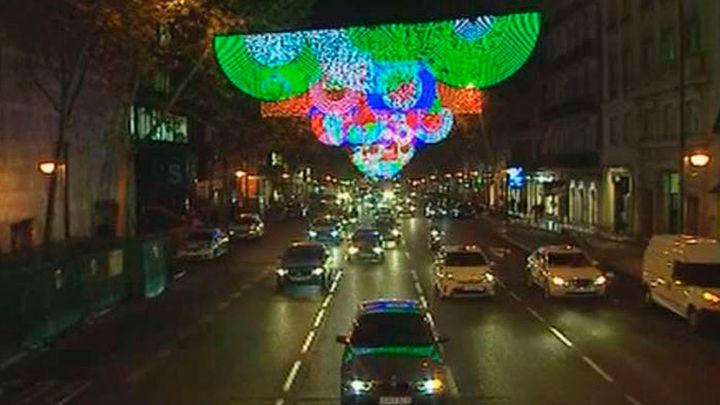El encendido de la iluminación navideña marca el arranque del IV centenario de la Plaza Mayor